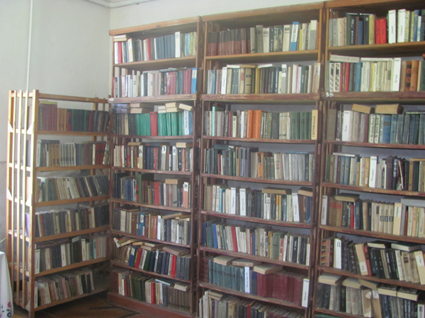 У селищній бібліотеці