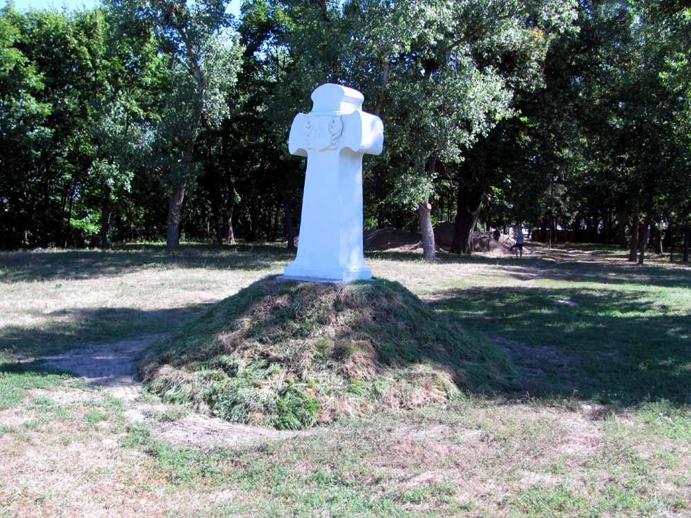 Пам'ятний знак на місці любецького чоловічого монастиря